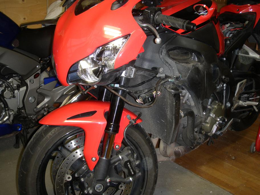 Middle Cowl, Removal/Installation - CBR1000RR8 DIY